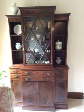 Lot 074 Mahogany China Cabinet ITEM CAN BE PICKED UP IN GARDEN CITY