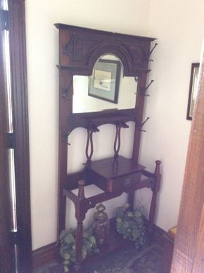 Lot 087 Mahogany Hall Rack ITEM CAN BE PICKED UP IN GARDEN CITY