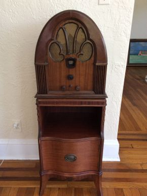 Lot 031 Antique 1930\'s Radio  ITEM CAN BE PICKED UP IN ROCKVILLE CENTRE