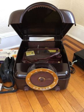 Lot 033 Vintage Zenith Cobramatic Record Player     ITEM CAN BE PICKED UP IN ROCKVILLE CENTRE