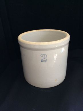 Lot 035 2 Gallon Crock ITEM CAN BE PICKED UP IN ROCKVILLE CENTRE
