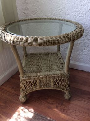 Lot 049 Wicker End Table with Glass Top EXCELLENT CONDITION ITEM CAN BE PICKED UP IN ROCKVILLE CENTRE
