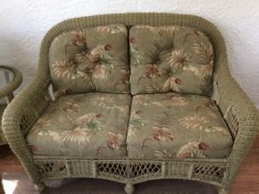 Lot 048 Wicker Love Seat with Cushions EXCELLENT CONDITION ITEM CAN BE PICKED UP IN ROCKVILLE CENTRE