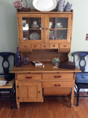 Lot 053 Antique Pine Bakers Hutch ITEM CAN BE PICKED UP IN ROCKVILLE CENTRE