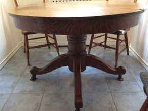 Lot 056 Round Tiger Pine Pedestal Table  ITEM CAN BE PICKED UP IN ROCKVILLE CENTRE