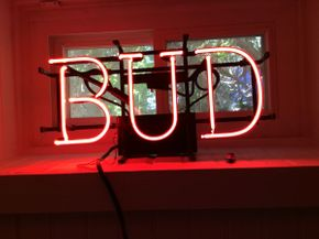 Lot 070 Electric Working Bud Sign  ITEM CAN BE PICKED UP IN ROCKVILLE CENTRE