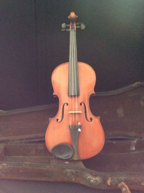 Lot 076 Violin with Case  ITEM CAN BE PICKED UP IN ROCKVILLE CENTRE