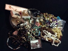 Lot 027 Lot of Costume Jewelry ITEM CAN BE PICKED UP IN ROCKVILLE CENTRE