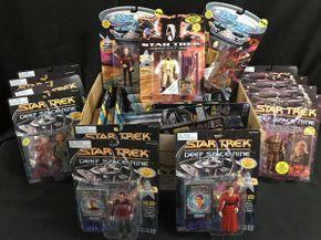 Lot 054 Star Trek Deep Space 9 And Next Generation Figures