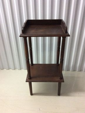 Lot 088 Mahogany Side Table  ITEM CAN BE PICKED UP IN GLEN COVE