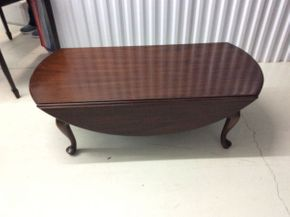 Lot 089 Henkel-Harris Genuine Mahogany Oval Drop Leaf Coffee Table  ITEM CAN BE PICKED UP IN GLEN COVE