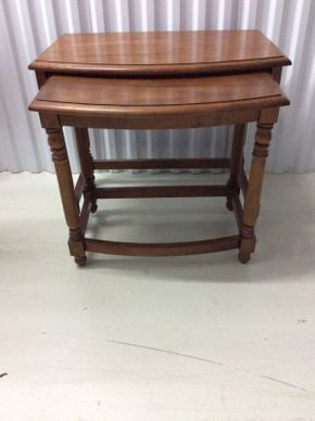 Lot 091 Set of 2 Maple Nesting Tables   ITEM CAN BE PICKED UP IN GLEN COVE