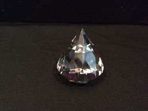 Lot 003 Tiffany Diamond Paperweight  ITEM CAN BE PICKED UP IN GARDEN CITY