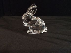 Lot 007 Waterford Bunny  ITEM CAN BE PICKED UP IN GARDEN CITY