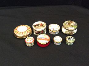 Lot 016 Lot of 8 Assorted Pill Boxes   ITEM CAN BE PICKED UP IN GARDEN CITY