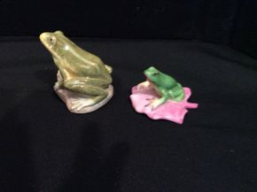 Lot 028 Lot of Lladro and Herend-Hungary Hand Painted Frogs   ITEM CAN BE PICKED UP IN GARDEN CITY