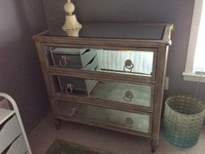 Lot 039 3 Drawer Mirror Chest  ITEM CAN BE PICKED UP IN GARDEN CITY