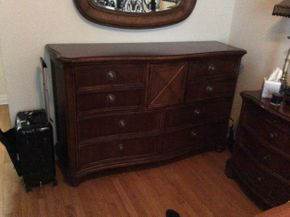 Lot 052 Drexel Heritage Dresser   ITEM CAN BE PICKED UP IN GARDEN CITY