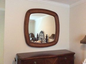 Lot 056 Drexel Heritage Decorative Mirror  ITEM CAN BE PICKED UP IN GARDEN CITY