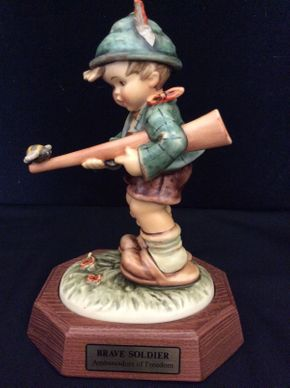 Lot 075 Limited Edition Ambassadors of Freedom Collection Brave Soldier NO1416 Goebel  Figurine