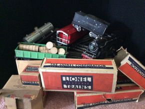 Lot 015 Standard Gage Lionel Trains with Tracks   ITEM CAN BE PICKED UP IN GLEN HEAD