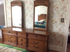 Lot 026 Henredon 9 Drawer with 2 Mirrors Dresser ITEM CAN BE PICKED UP IN MINEOLA