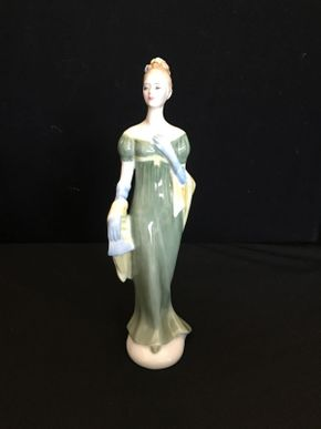 Lot 018 Royal Doulton Limited Figurine Lorna 9in