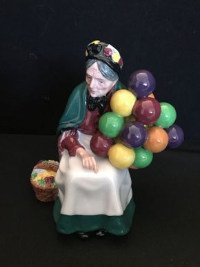 Lot 031 Royal Doulton The Old Balloon Seller Figurine 7.5in