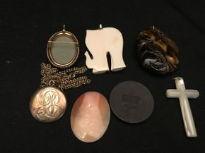 Lot 042 Lot of Vintage Jewelry
