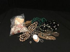 Lot 045 Assorted Costume Jewelry