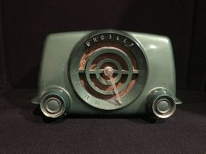 Lot 001 Crosley Bullseye Tube Radio Working