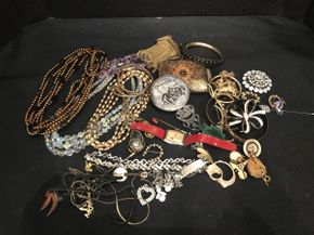 Lot 014 Lot of Costume Jewelry