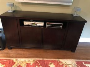 Lot 049 Wood Entertainment Center PICKUP IN DIX HILLS