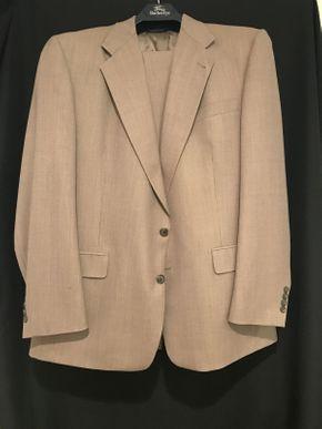 Lot 037 Mens Burberry 100% Wool Suite 46L