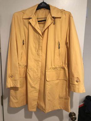 Lot 045 Mens Burberry Raincoat 44