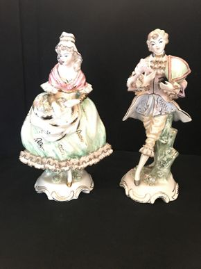 Lot 023 Pair of Victorian Style Figurines 12in Tall ITEMS TO BE PICKED UP IN OCEANSIDE