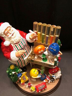 Lot 010 The Danbury Mint MM Santa