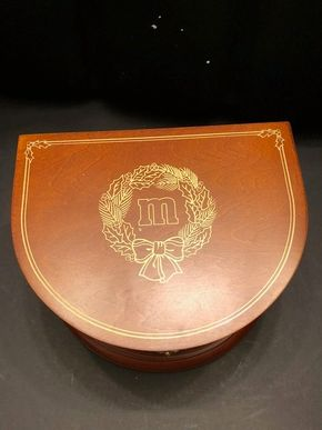Lot 023 The Danbury Mint MM Music Box