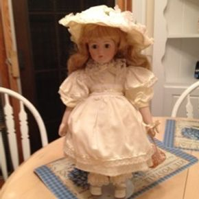 Lot 002 Porcelain Doll, Blue Eyes, Blonde, White Vintage Dress and Hat (Excellent Condition) 16in Tall 30 years Old