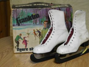 Lot 010 Vintage Ladies Size 8 Ice Skates with Blade Covers in Original Box ITEMS CAN BE PICKED UP IN GARDEN CITY
