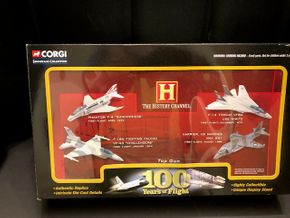 Lot 009 Corgi 100 Years of Flight Showcase Collection