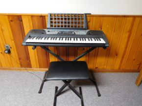 Lot 015 Yamaha Keyboard, Stand and Bench, Model PSR-175 (Working Condition) ITEMS CAN BE PICKED UP IN GARDEN CITY
