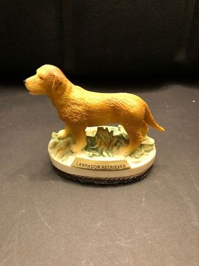 Lot 007 Labrador Retriever Figurine