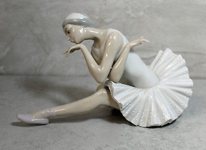 Lot 002 Lladro Ballet Death of a Swan Figurine 4855 ITEM CAN BE PICKED UP IN JERICHO