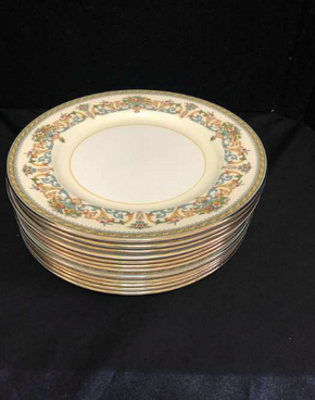 Lot 058 Lot Of Twelve Aynsley China Dinner Plates 10.5 Inches. PICK UP IN FLUSHING.