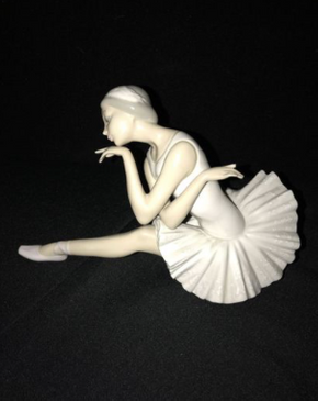 Lot 033 Lladro Ballet Death of a Swan Figurine 4855 ITEM CAN BE PICKED UP IN GARDEN CITY