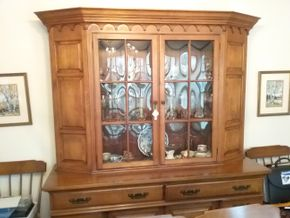Lot 004 Pennsylvania House China Cabinet With Bubble Glass Mint Condition 76.25H x 19W x 61L PICK UP IN GARDEN CITY