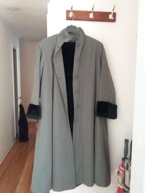 Lot 033 Fur Lined Rain Coat With Removable Fur  Vest Small Medium PICK UP U IN N BALDWIN