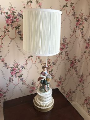 Lot 056 Decorative Lamps 25 inches H. CAN BE PICKED UP IN GARDEN CITY.