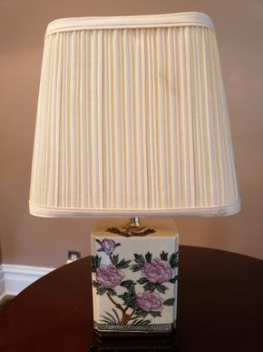 Lot 012 Vintage Table Lamp 18.5H PICK UP IN GARDEN CITY,NY